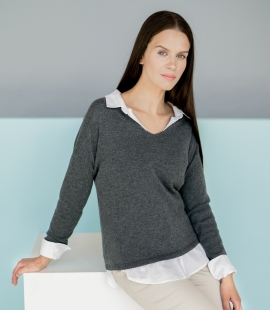 Classic V-neck cashmere sweater