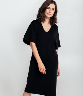 Merino wool oversize dress with V-neck and mid length sleeves