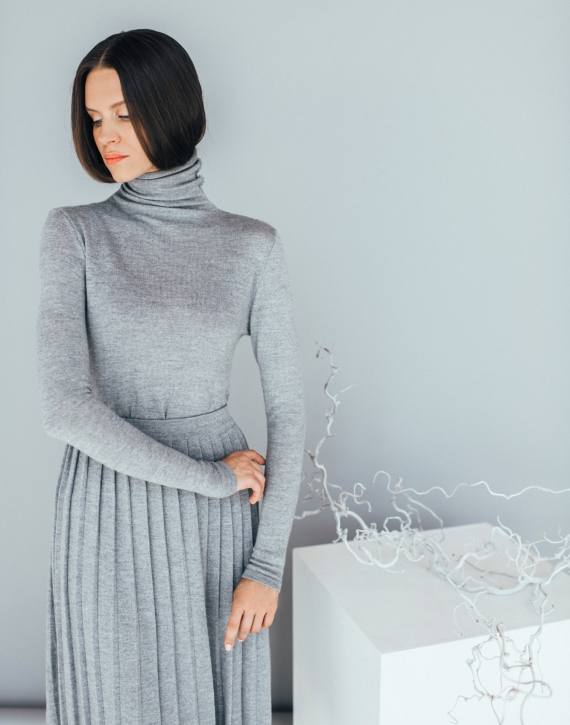 Merino wool pleated midi skirt