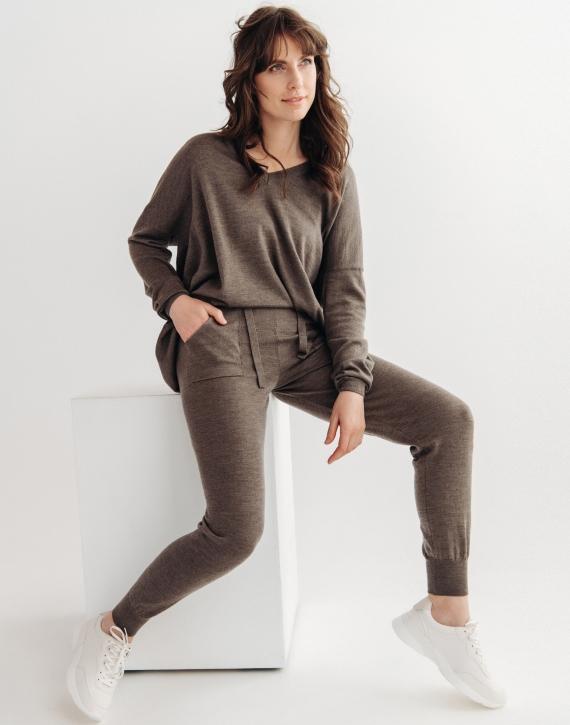 Oversized merino vilnas džemperis ar V-veida kakla izgriezumu