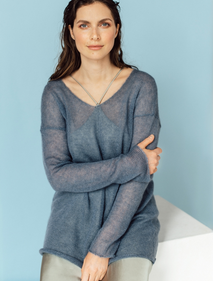 Mohair and silk blend V-neck sweater. Photo Nr. 1