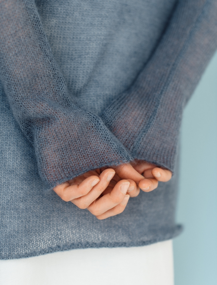 Mohair and silk blend V-neck sweater. Photo Nr. 5
