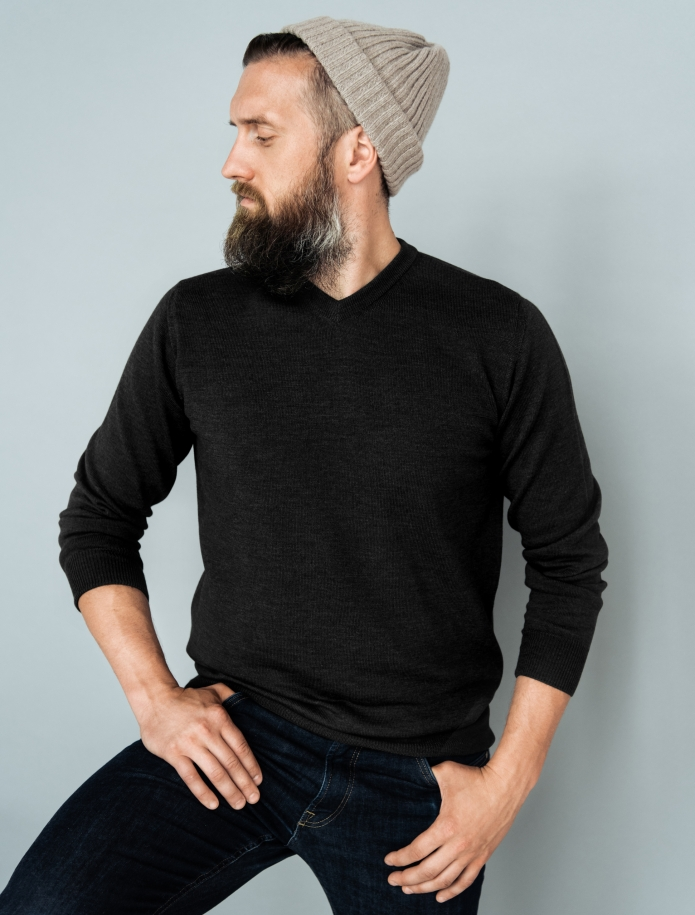 Merino wool V-neck sweater. Photo Nr. 7