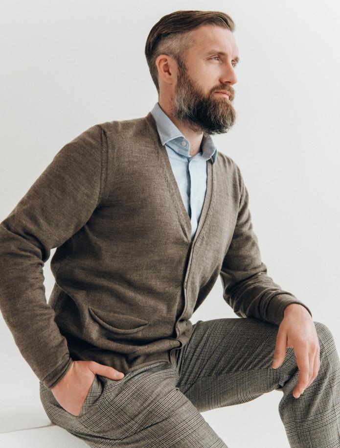 Merino wool cardigan with pockets. Photo Nr. 1