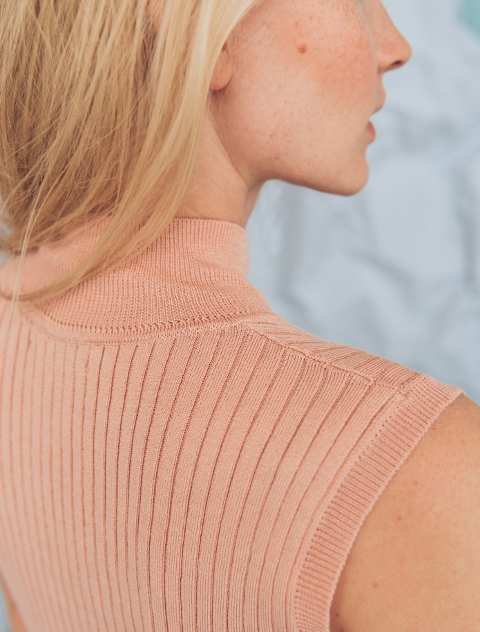 Silk and cotton turtleneck sleeveless sweater. Photo Nr. 12