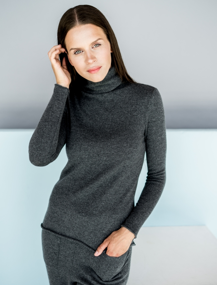 Cashmere turtleneck sweater. Photo Nr. 7