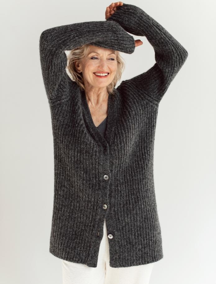 Alpaca wool cardigan. Photo Nr. 2