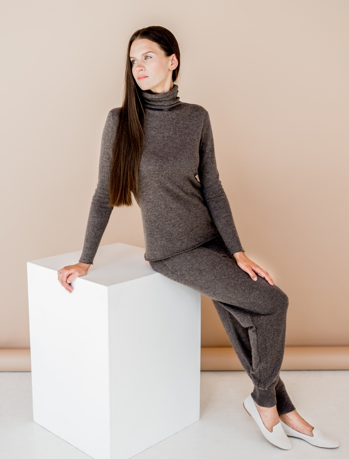 Cashmere turtleneck sweater. Photo Nr. 2