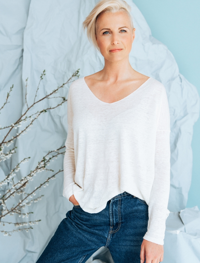 Linen and silk blend V-neck sweater. Photo Nr. 1
