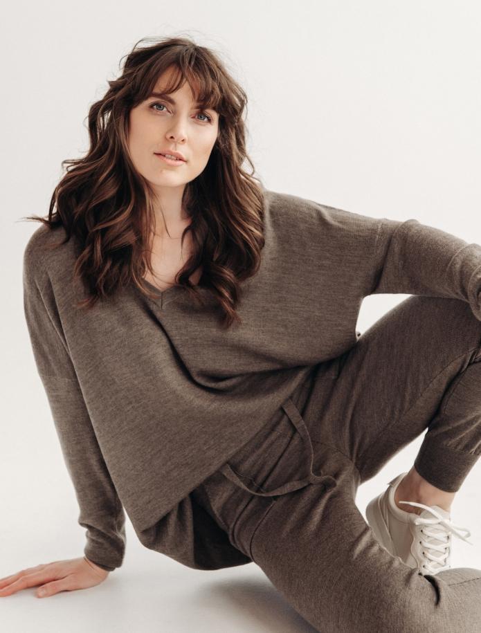 Oversized merino wool V-neck sweater. Photo Nr. 1