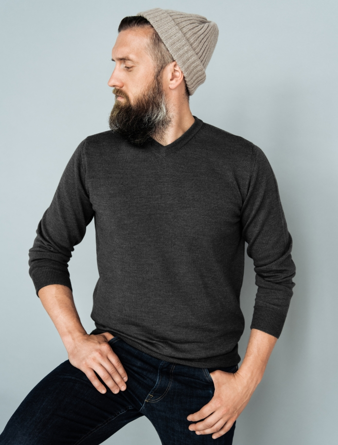 Merino wool V-neck sweater. Photo Nr. 6