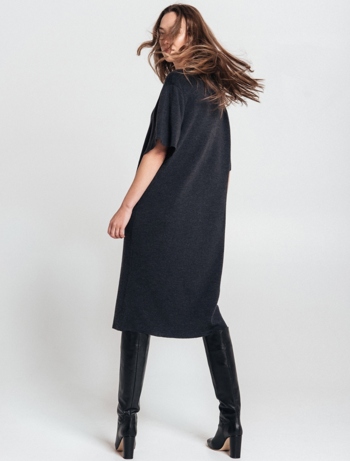 Merino wool oversize dress with V-neck and mid length sleeves. Photo Nr. 4