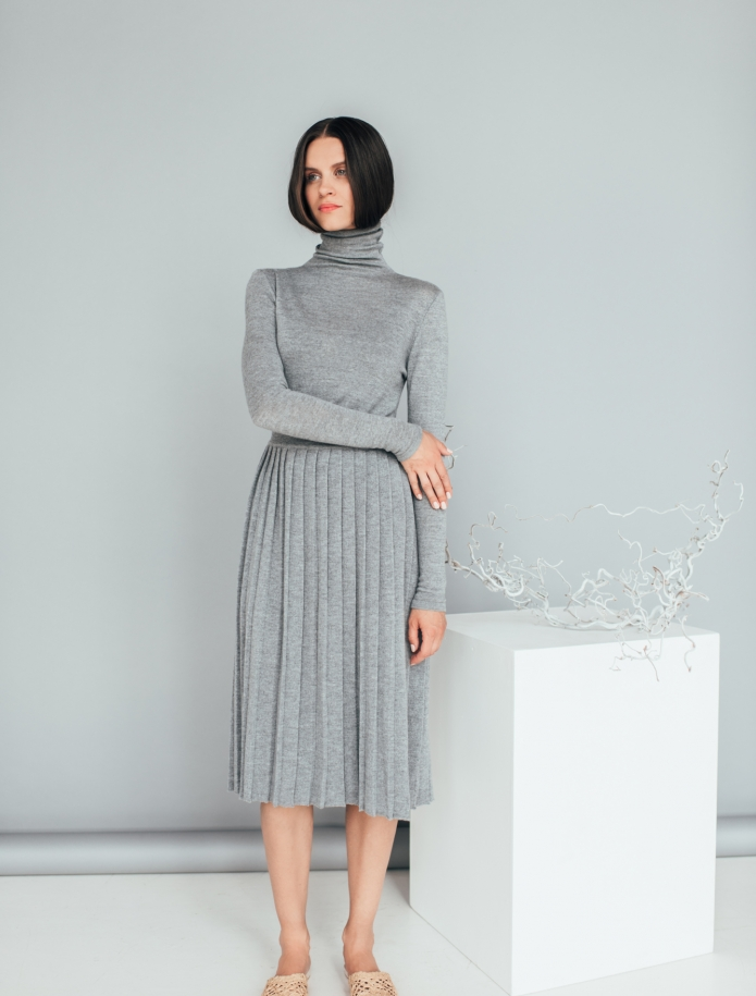 Merino wool pleated midi skirt. Photo Nr. 1