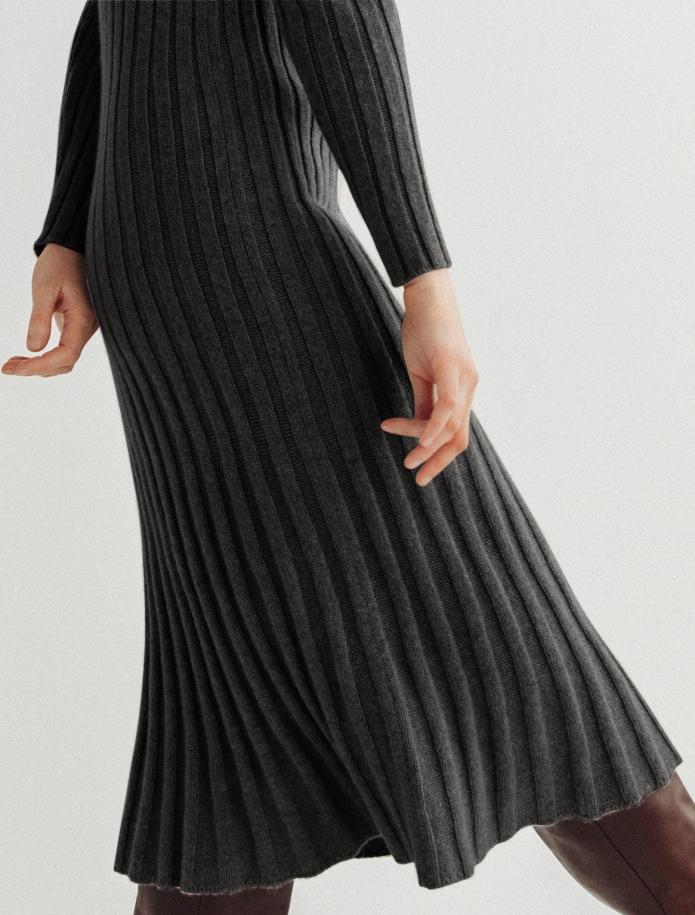 Midi Lambswool dress. Photo Nr. 6