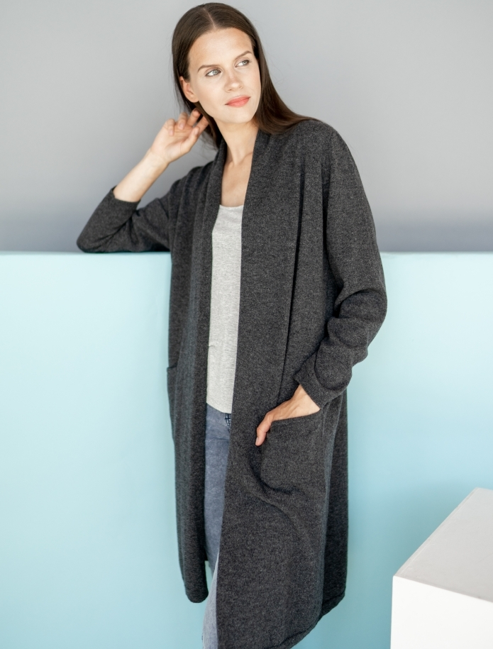 Long classic cashmere blend cardigan with pockets. Photo Nr. 1