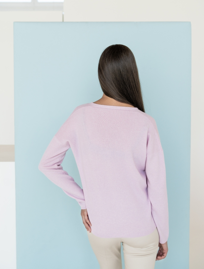 Classic V-neck cashmere sweater. Photo Nr. 8