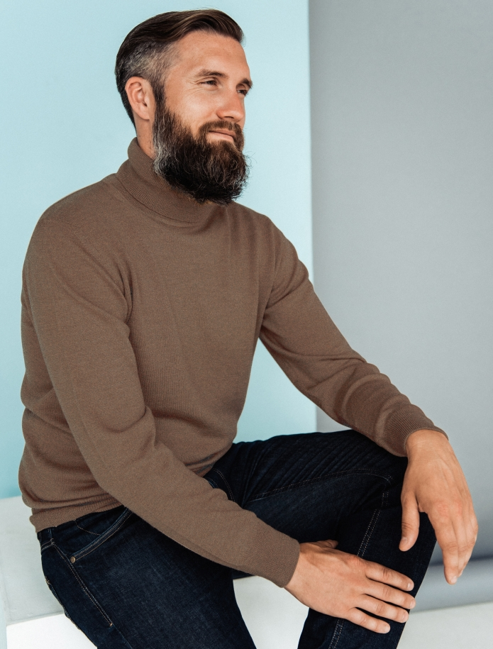 Merino wool turtle neck sweater. Photo Nr. 1