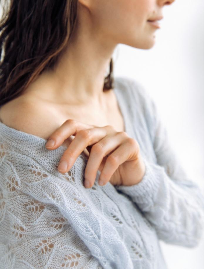 Oversized mohēras un zīda mežģīņu džemperis ar V-veida kakla izgriezumu. Attēls Nr. 3