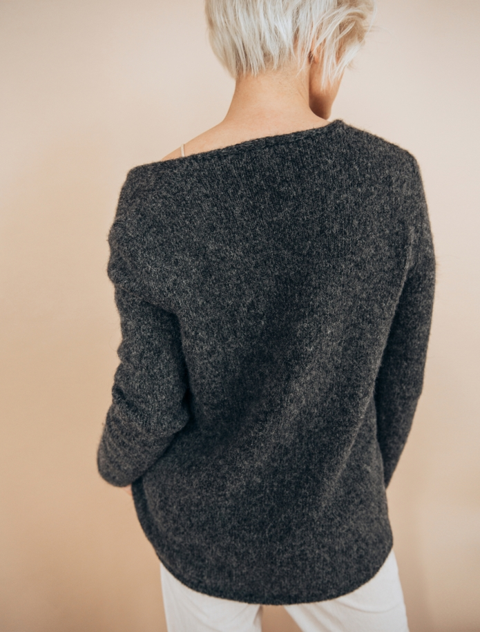 Alpaca and wool blend V-neck sweater. Photo Nr. 5