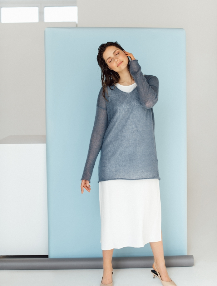 Mohair and silk blend V-neck sweater. Photo Nr. 4