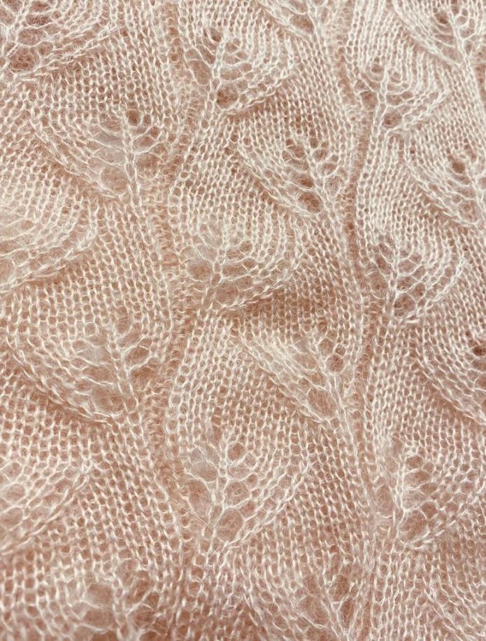 Oversized mohēras un zīda mežģīņu džemperis ar V-veida kakla izgriezumu. Attēls Nr. 6