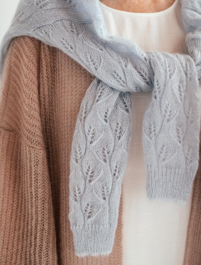Oversized mohēras un zīda mežģīņu džemperis ar V-veida kakla izgriezumu. Attēls Nr. 4