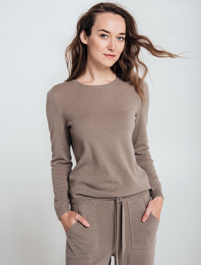 Classic cashmere and merino blend round neck sweater. Photo Nr. 1