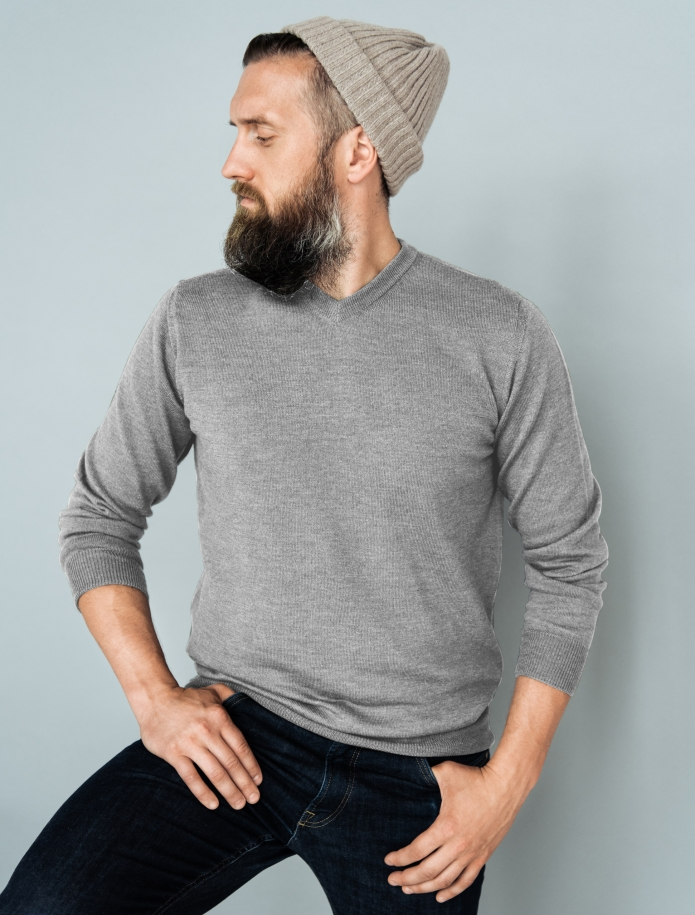 Merino wool V-neck sweater. Photo Nr. 5