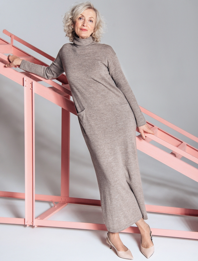 Long turtle neck cashmere blend dress with pockets. Photo Nr. 2