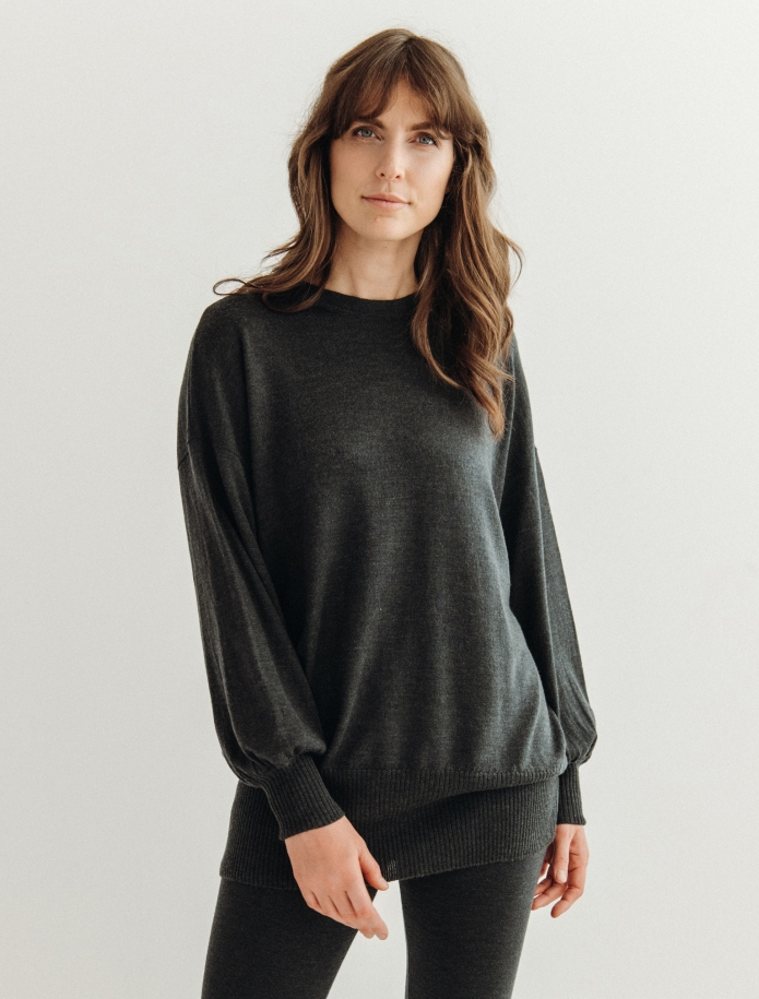 Oversized merino wool round neck sweater. Photo Nr. 8
