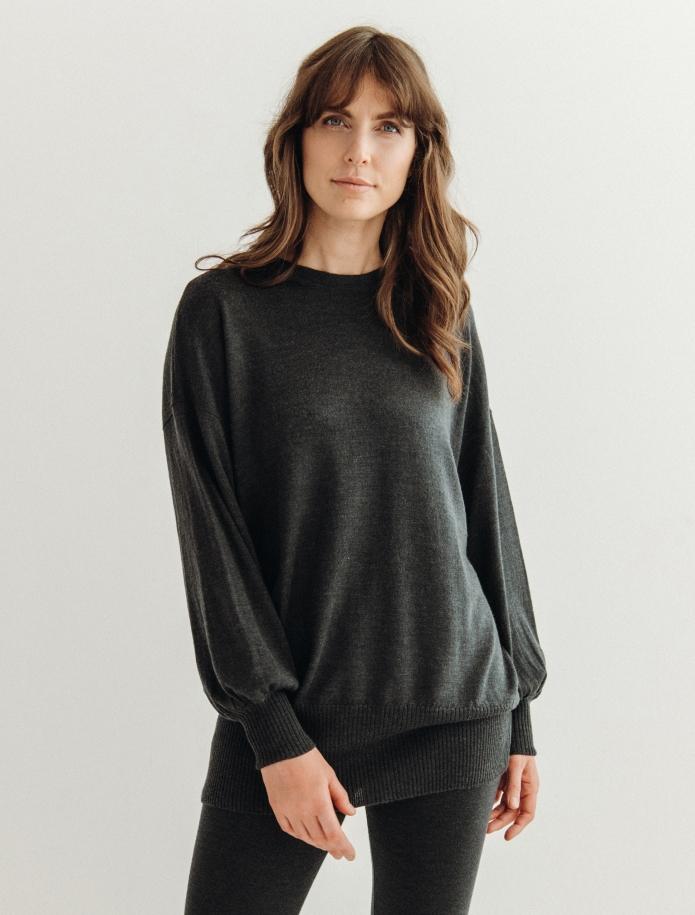 Oversized merino vilnas džemperis ar apaļu kakla izgriezumu. Attēls Nr. 8