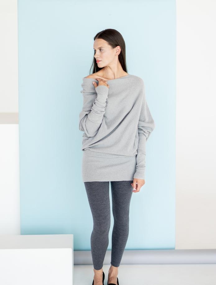 Asimetrisks alpakas vilnas džemperis. Attēls Nr. 2