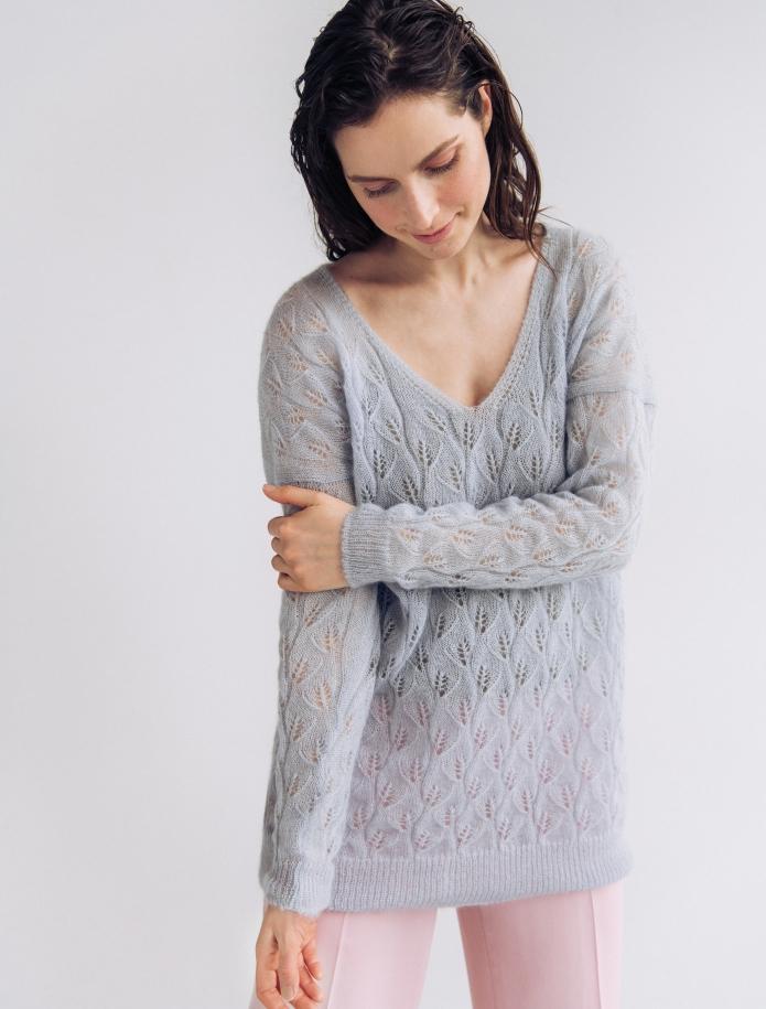 Oversized mohēras un zīda mežģīņu džemperis ar V-veida kakla izgriezumu. Attēls Nr. 1