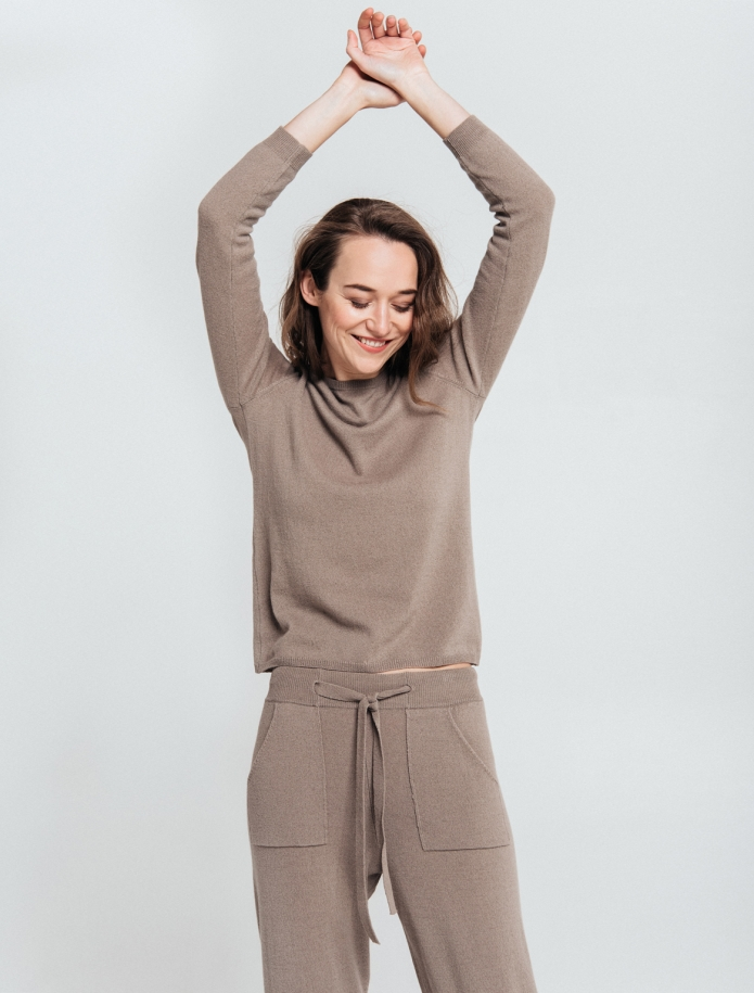 SET: trousers and round neck sweater from Merino and Cashmere blend. Photo Nr. 3