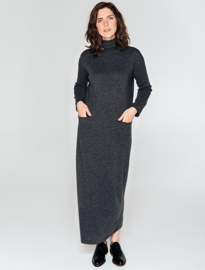Long turtle neck cashmere blend dress with pockets. Photo Nr. 6