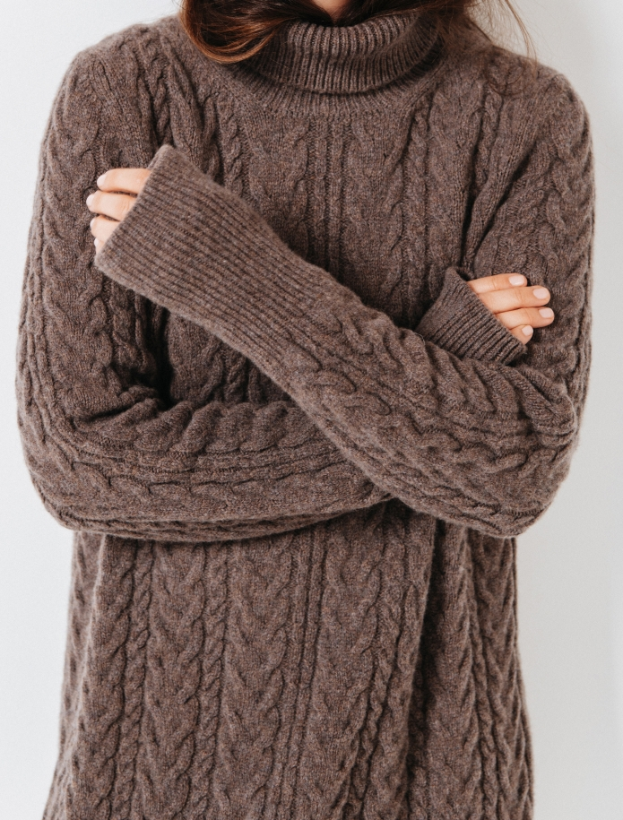 Lambswool cable pattern long dress. Photo Nr. 9