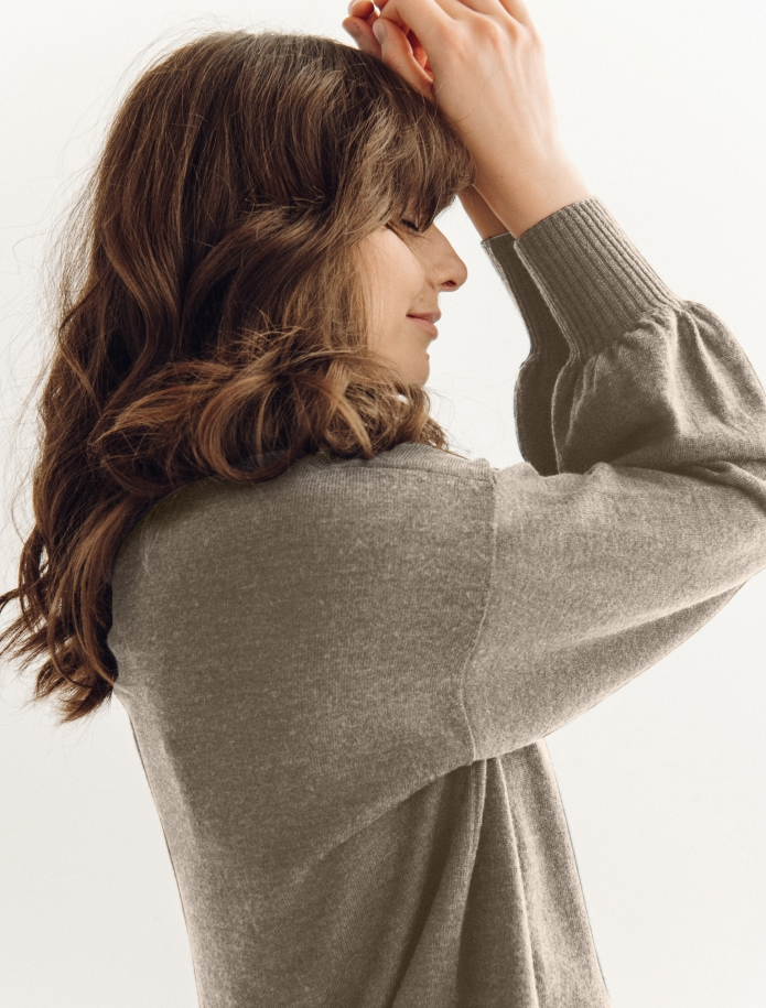 Oversized merino vilnas džemperis ar apaļu kakla izgriezumu. Attēls Nr. 10