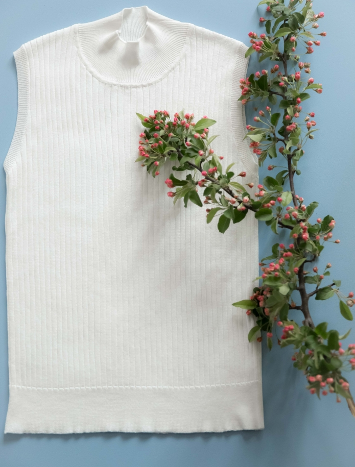 Silk and cotton turtleneck sleeveless sweater. Photo Nr. 9