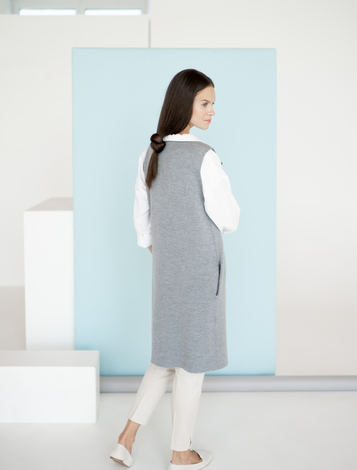 Long merino vest with pockets. Photo Nr. 6