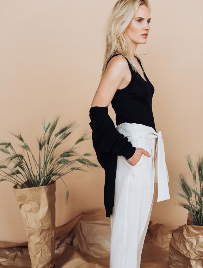 Sleeveless silk and cotton top. Photo Nr. 1
