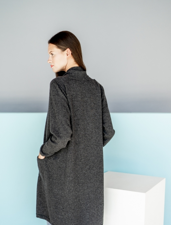 Long classic cashmere blend cardigan with pockets. Photo Nr. 3