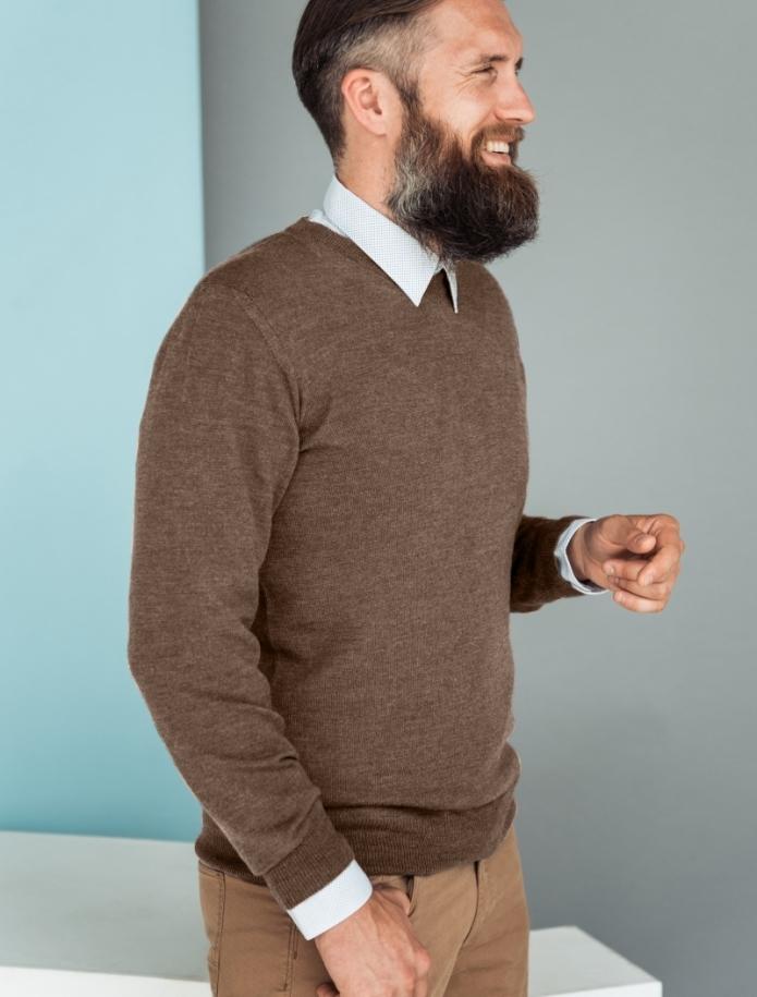 Merino wool V-neck sweater. Photo Nr. 4