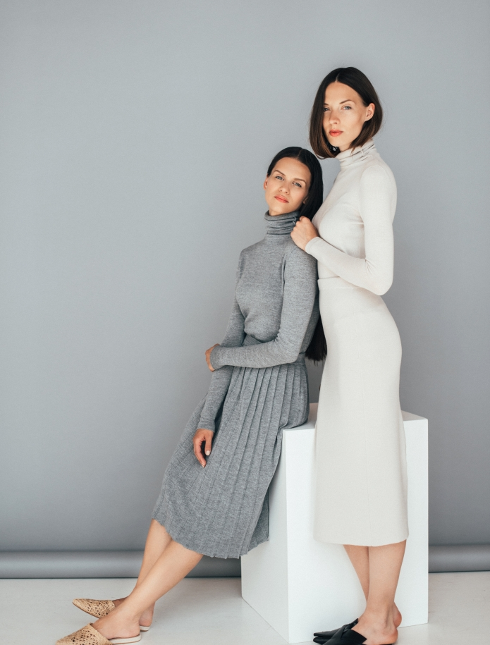 Midi merino skirt with slit. Photo Nr. 2