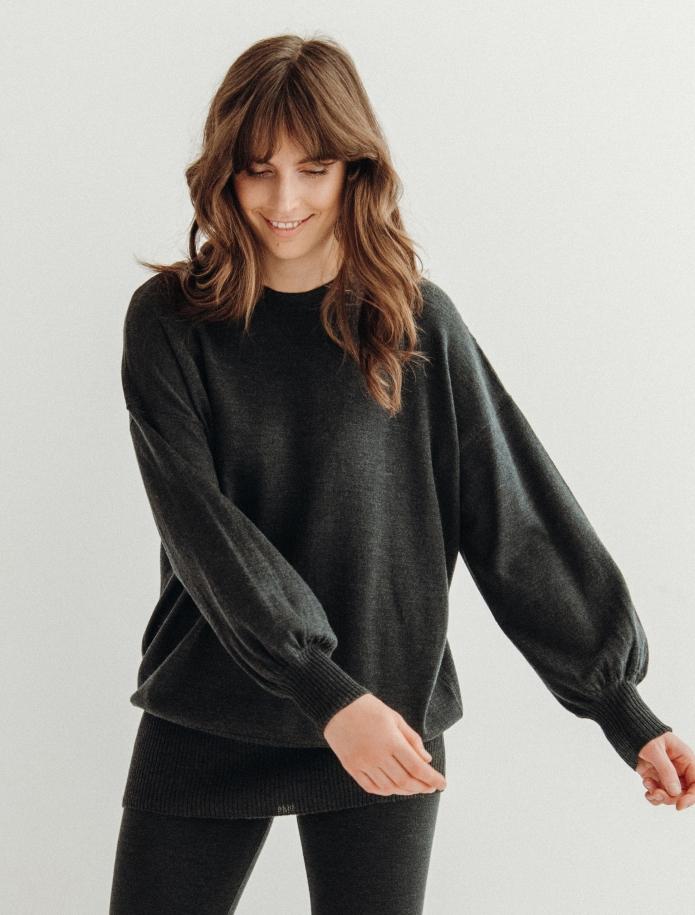 Oversized merino vilnas džemperis ar apaļu kakla izgriezumu. Attēls Nr. 1