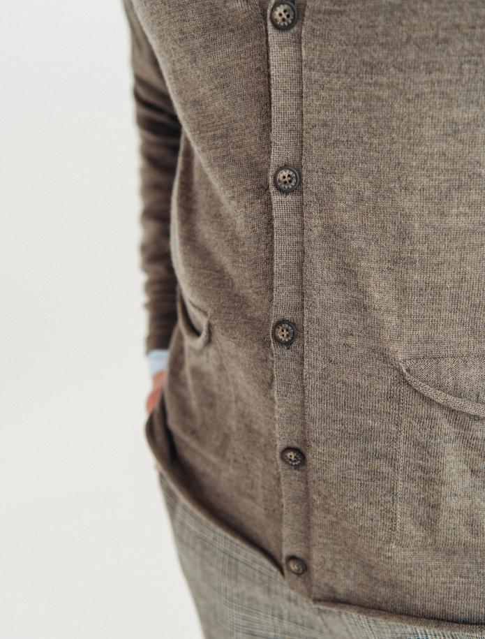 Merino wool cardigan with pockets. Photo Nr. 3