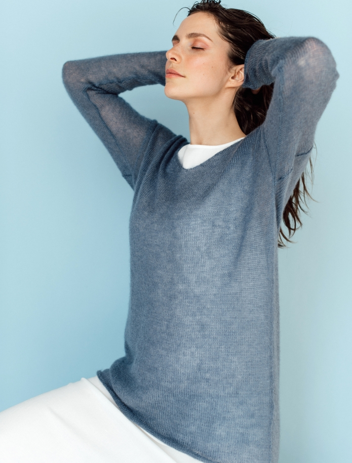 Mohair and silk blend V-neck sweater. Photo Nr. 2