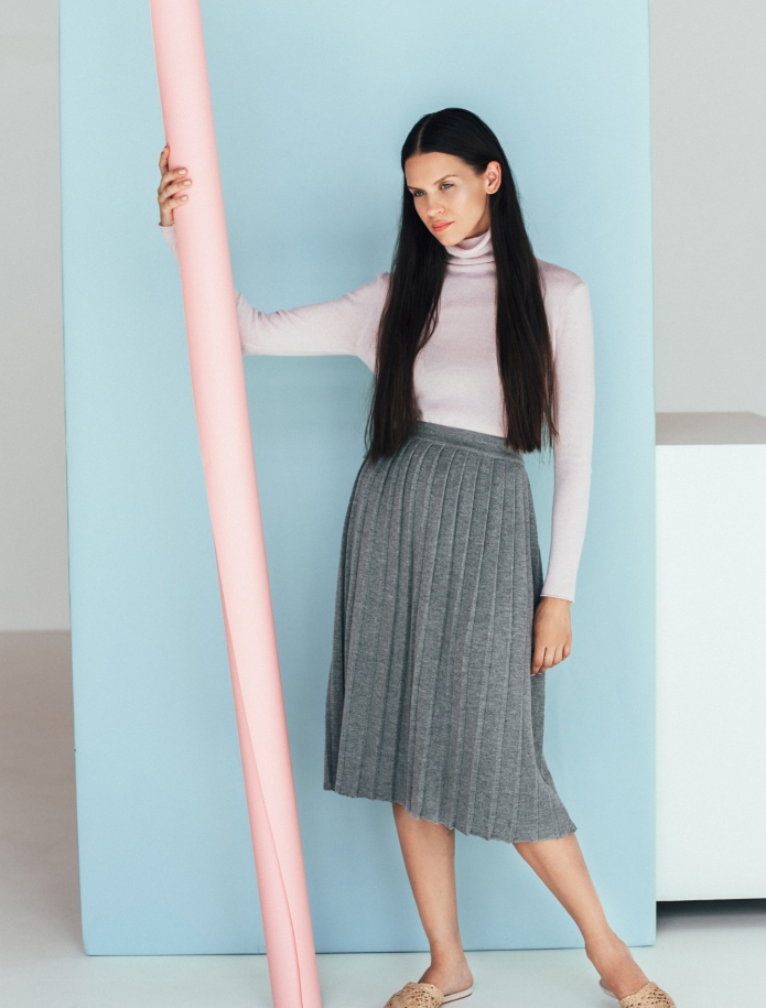 Merino wool pleated midi skirt. Photo Nr. 2