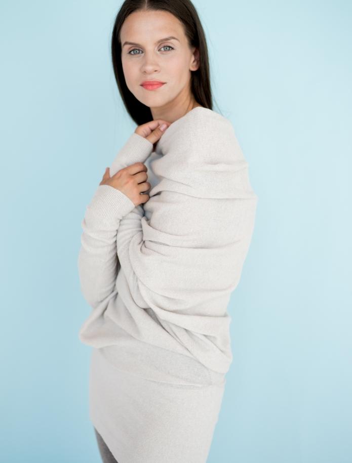 Asimetrisks alpakas vilnas džemperis. Attēls Nr. 4
