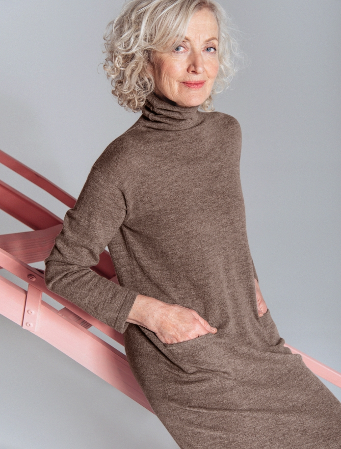 Long turtle neck cashmere blend dress with pockets. Photo Nr. 5